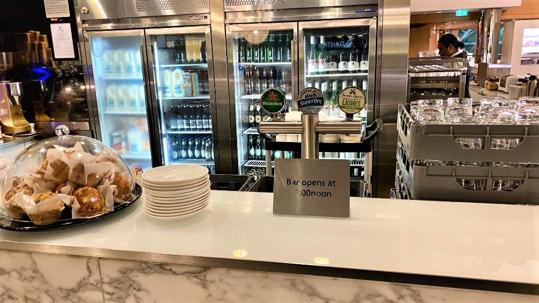 Bar, Qantas Domestic Business Lounge - Sydney Airport