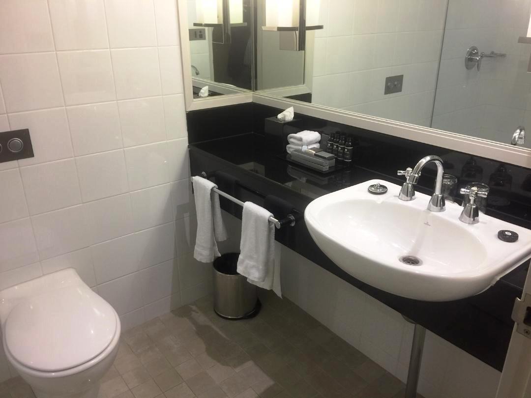 Sydney Harbour Marriott Bathroom