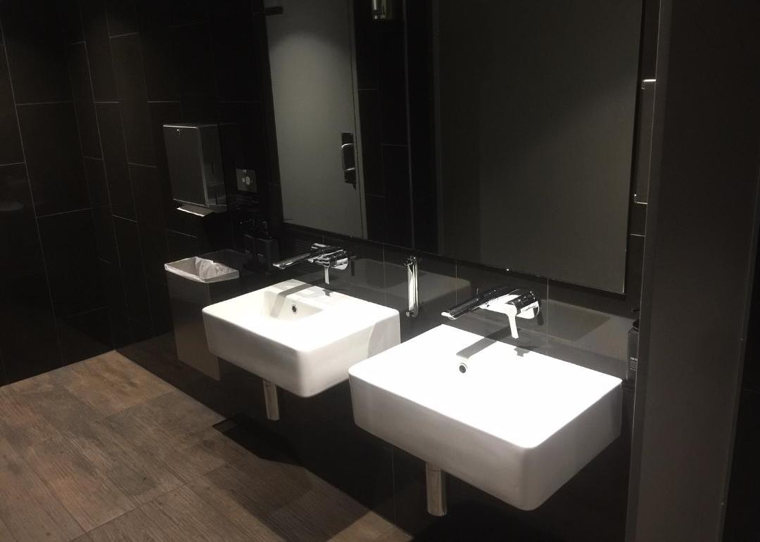 Lounge Bathroom