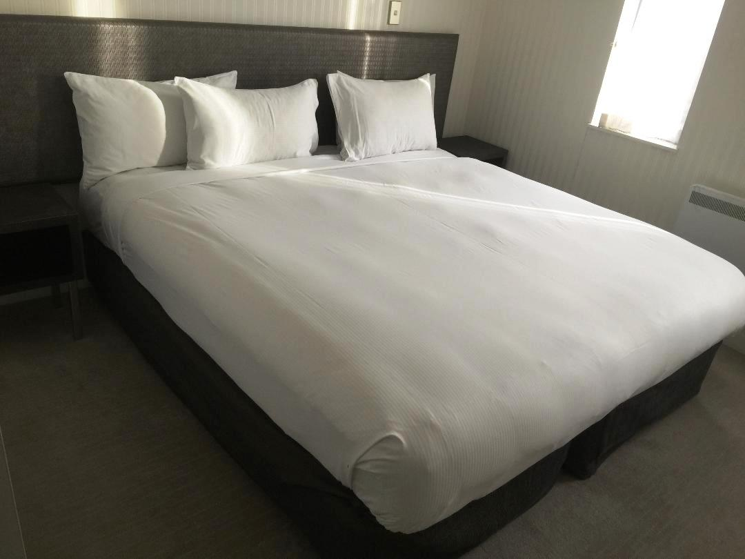 Hilton Queenstown 2BR Apartment, bedroom