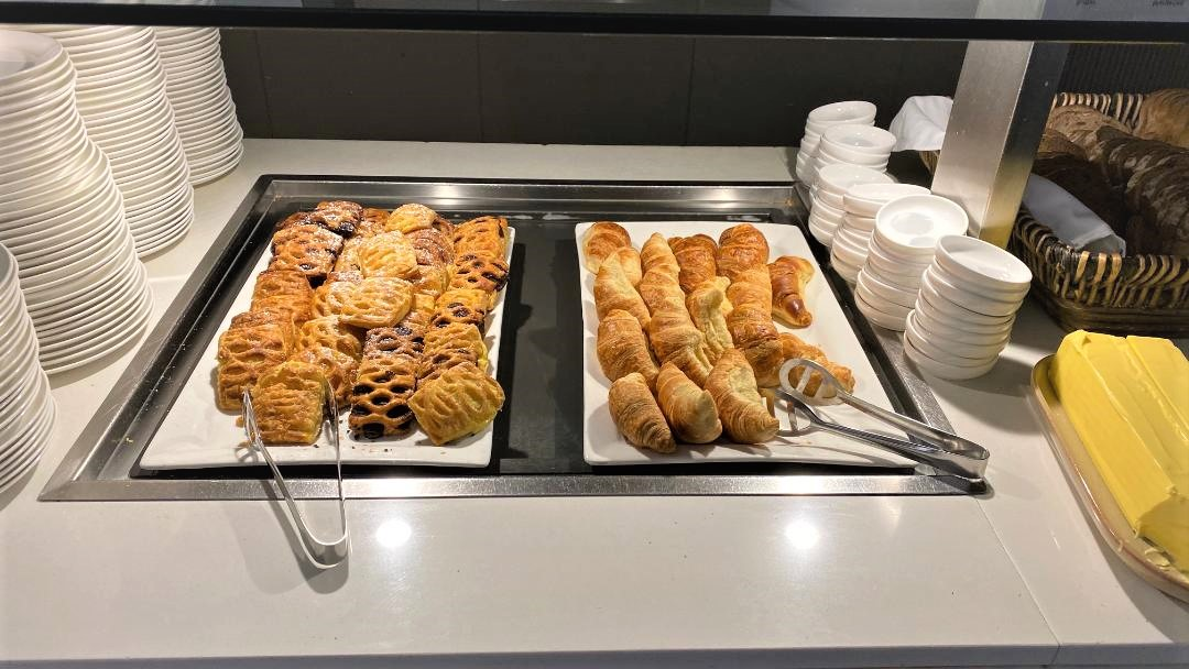 Breakfast, Qantas Domestic Business Lounge - Sydney Airport