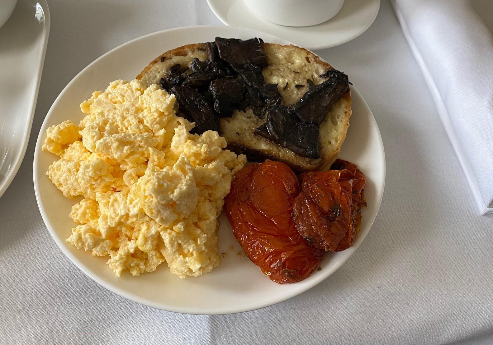 Qantas A-330, Business Class Breakfast