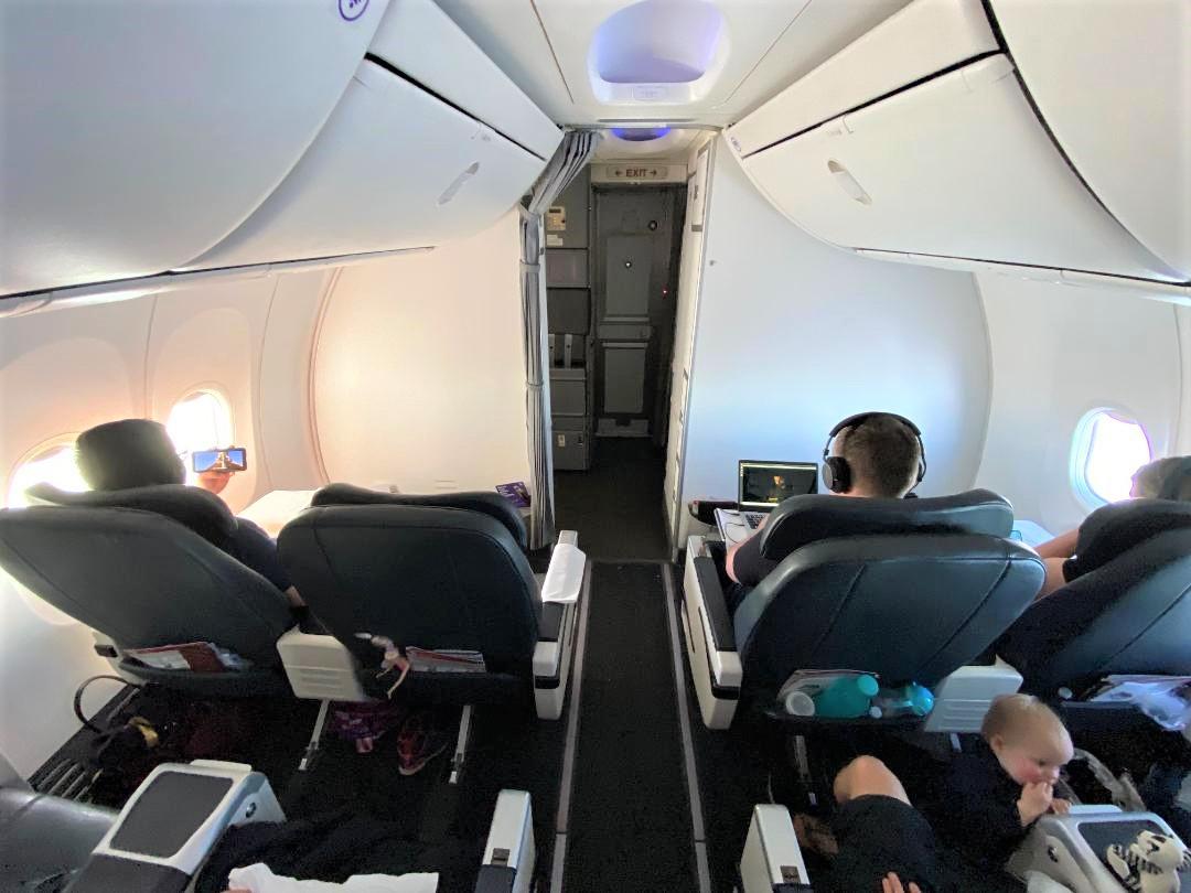 Business Class cabin B737