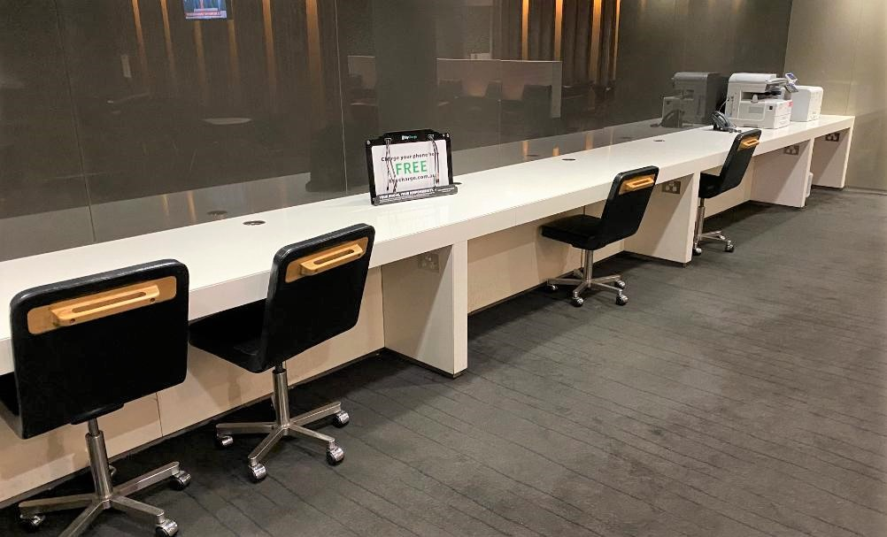 Communal work Desk, Qantas Domestic Business Lounge - Sydney Airport