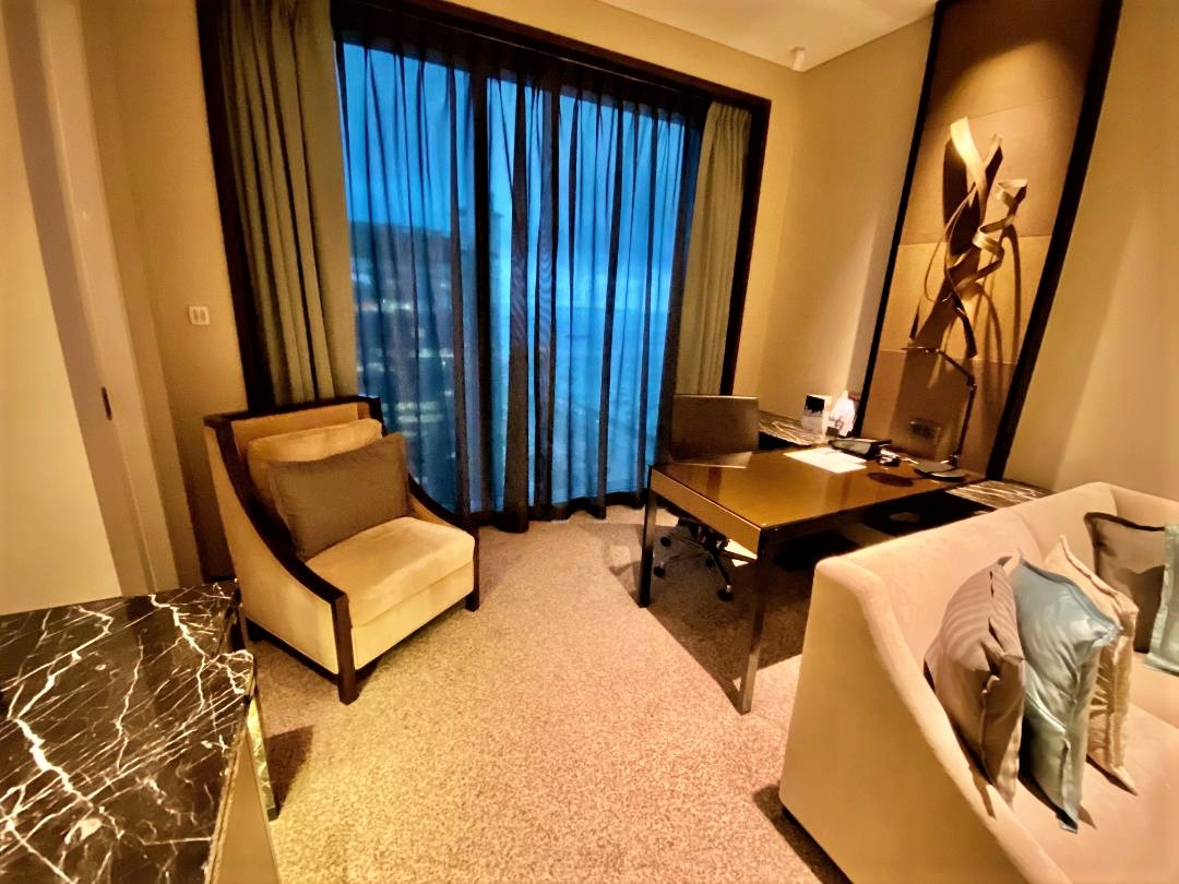 Executive Suite Living Room, The Westin Singapore