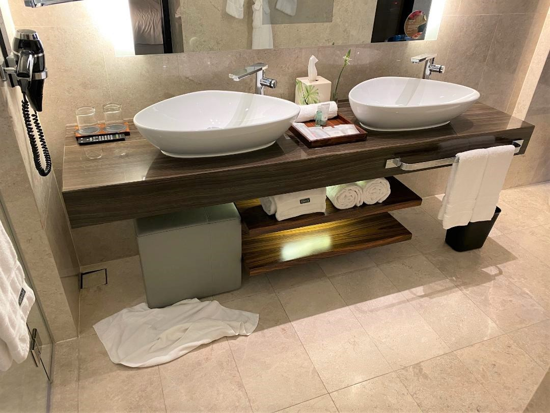 Executive Suite Bathroom, The Westin Singapore