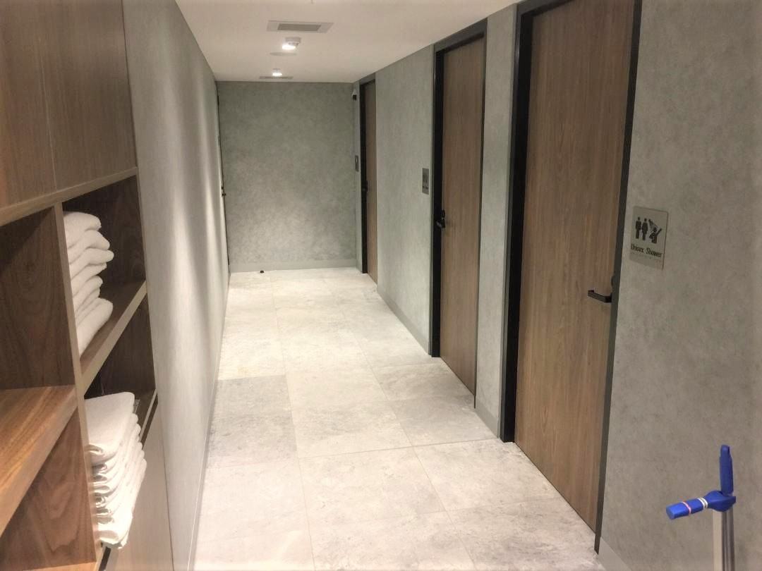 Shower suites, American Express Lounge, Sydney T1