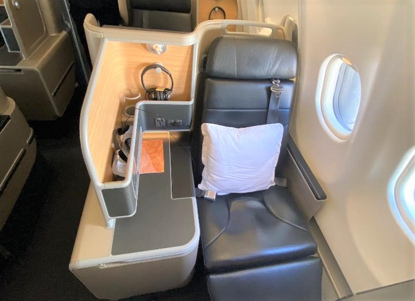Even number seats on Qantas A-330 Business Class Cabin