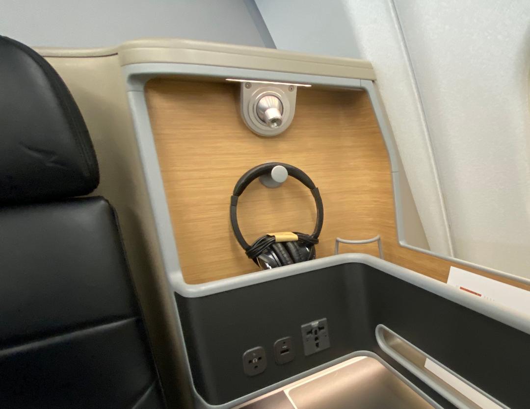 Qantas A-330, Business Class Headphone