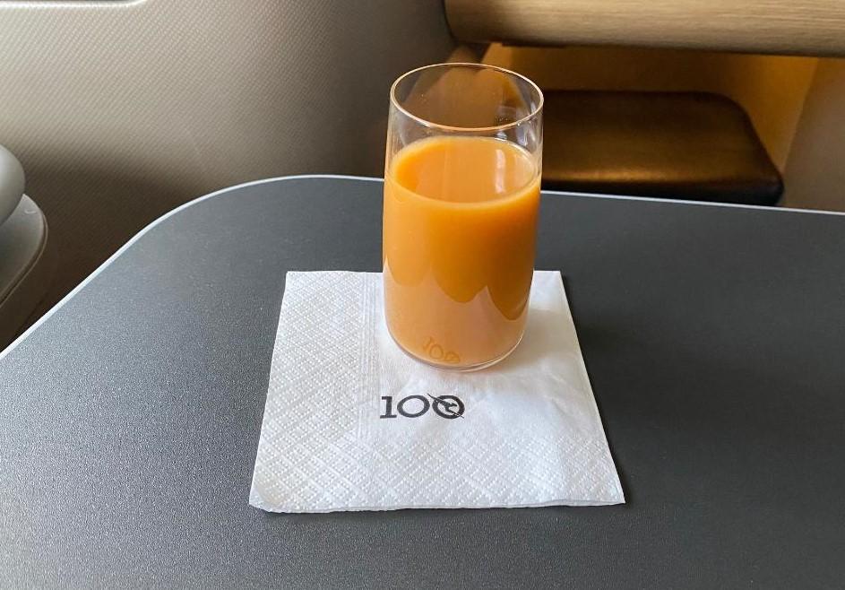 Qantas A-330, Business Class Juice