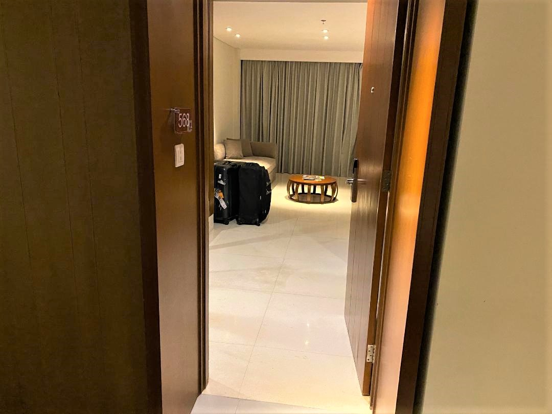 Entry to Room 568, a Junior Suite