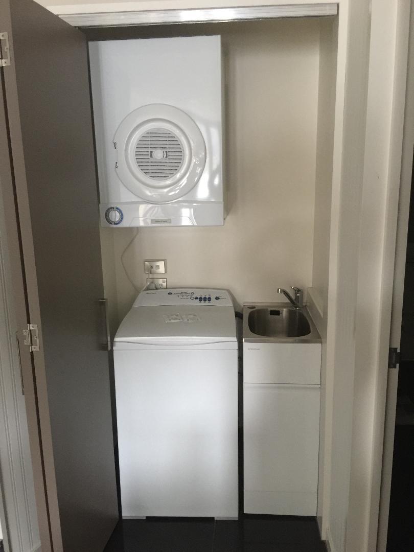 Hilton Queenstown 2BR Apartment, Mini Laundromat
