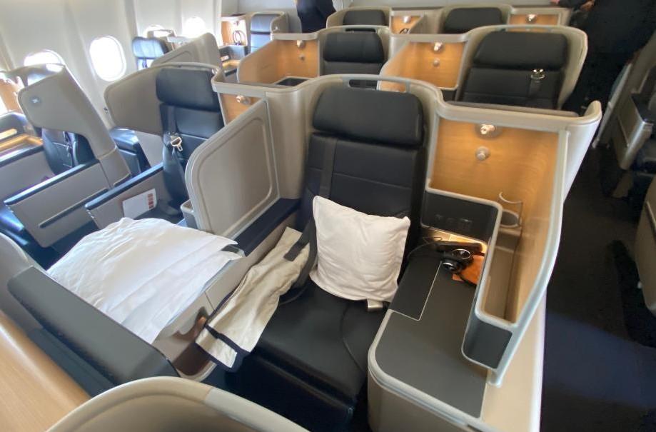 Qantas A-330, 2 middle business seats