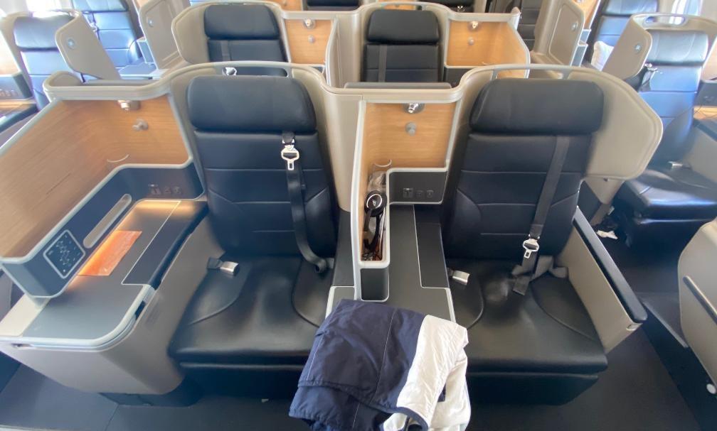 Qantas A-330 Business Class Middle Seats