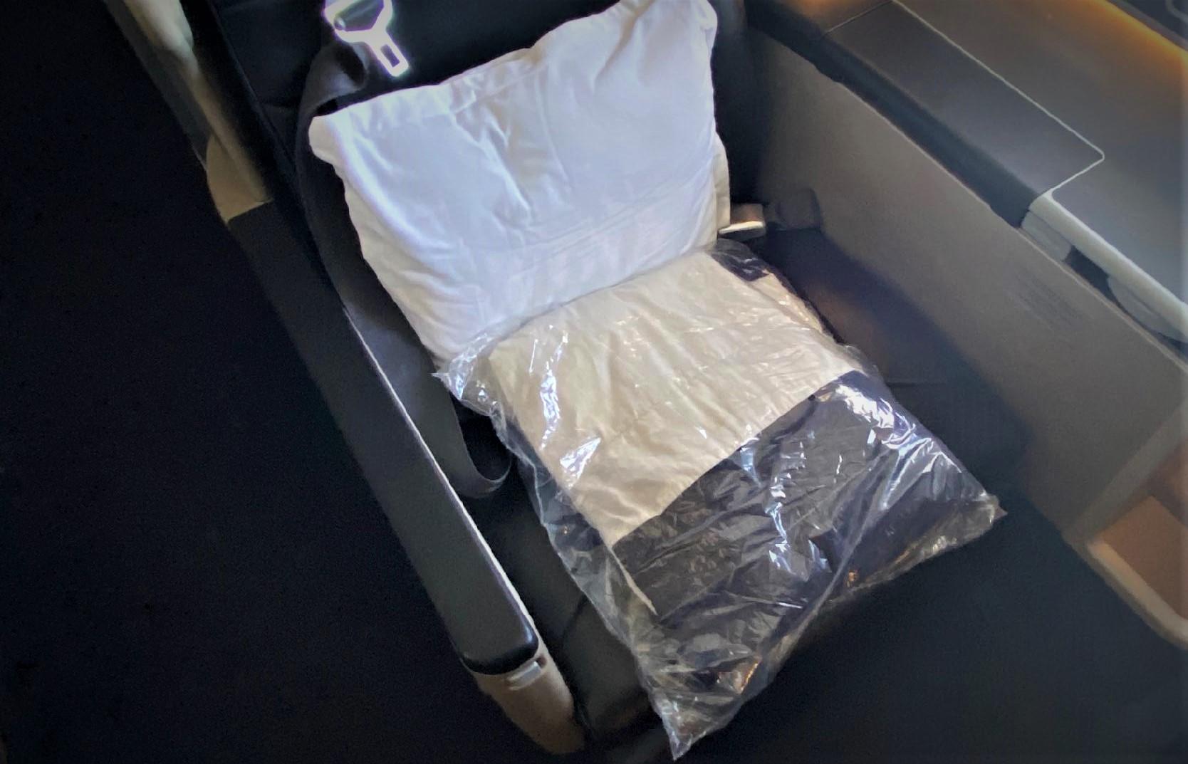 Qantas A-330, Business Class Pillow & Blanket