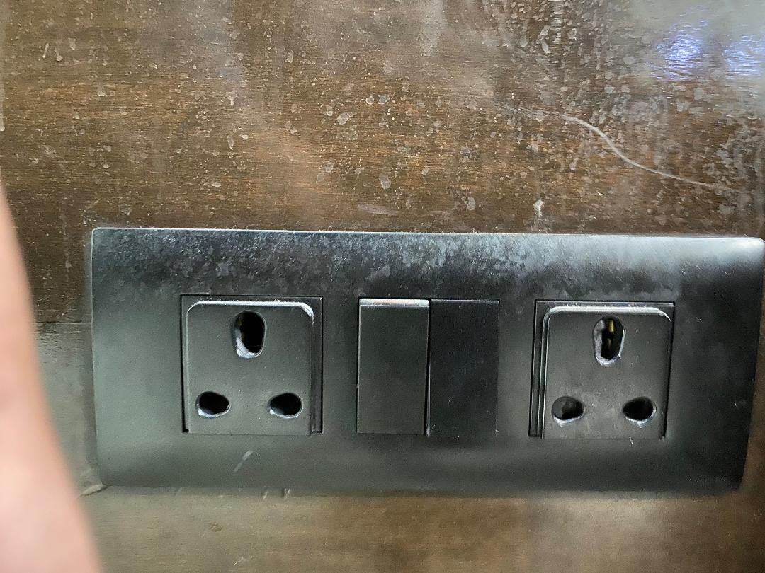 Power Outlet, Amex Lounge Delhi Airport