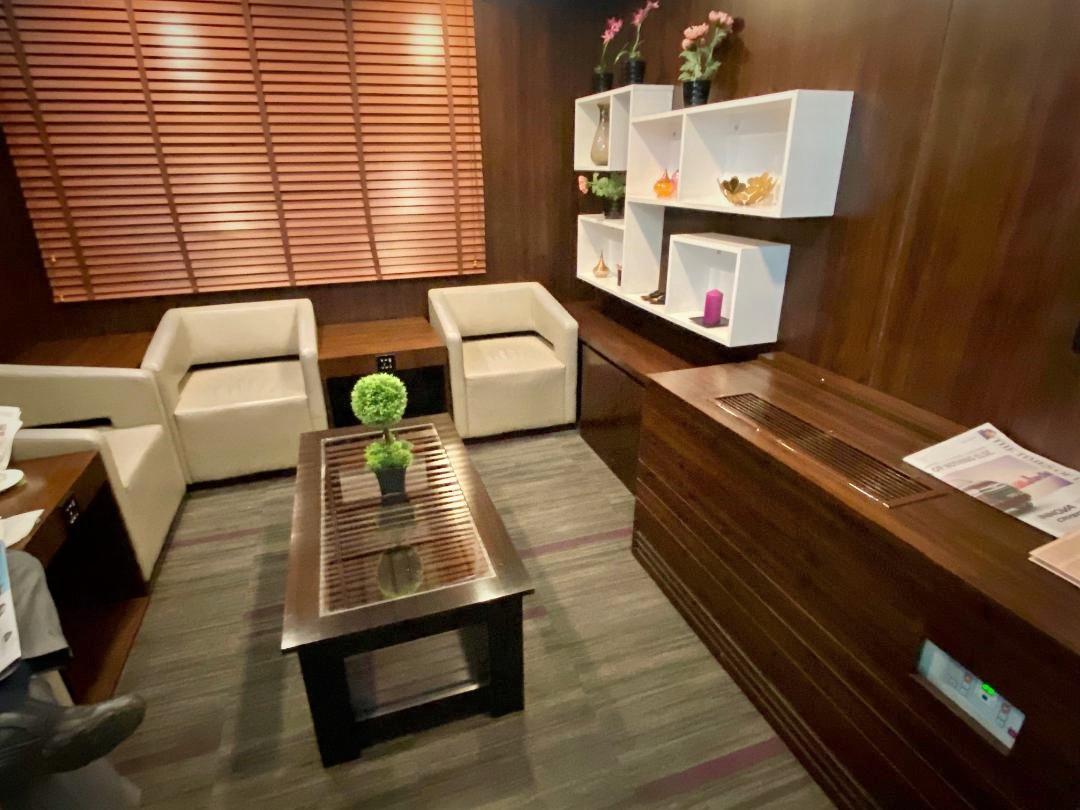 Semi Private Room, Air Vistara Lounge Delhi Airport