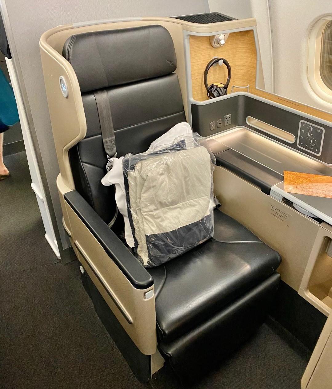 Qantas A-330, Business Class Pillow & Mattress