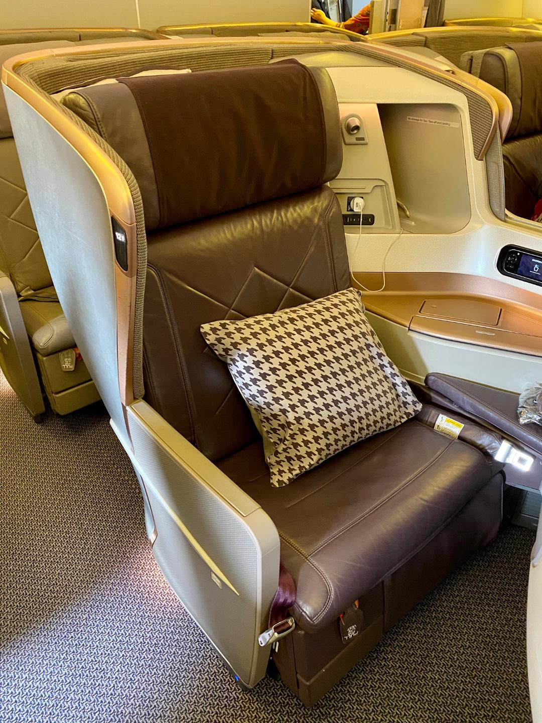 Singapore Airlines B-777 Business Class