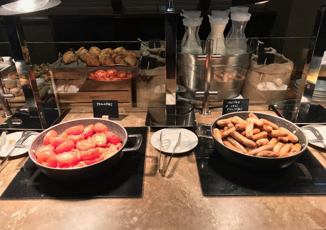 Executive Lounge, Breakfast