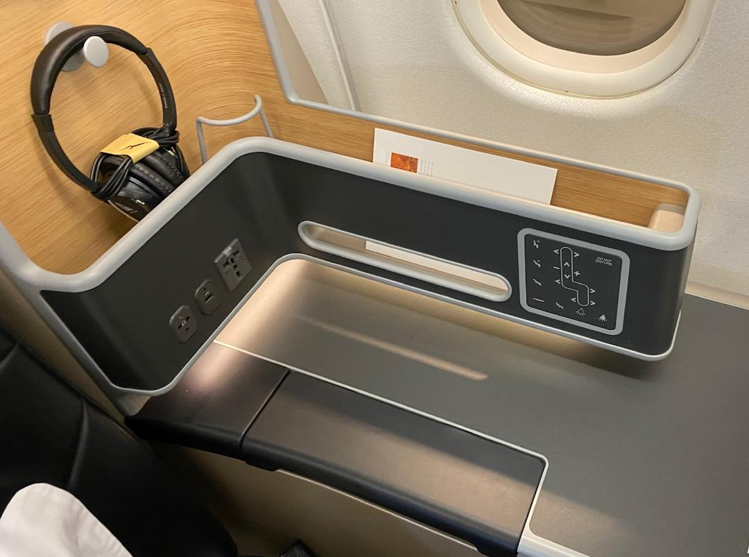 Console on Qantas A-330 Business Class Cabin
