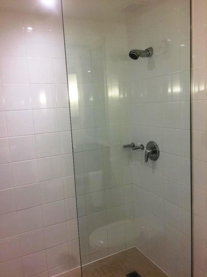 Bridge View Room, Shower
