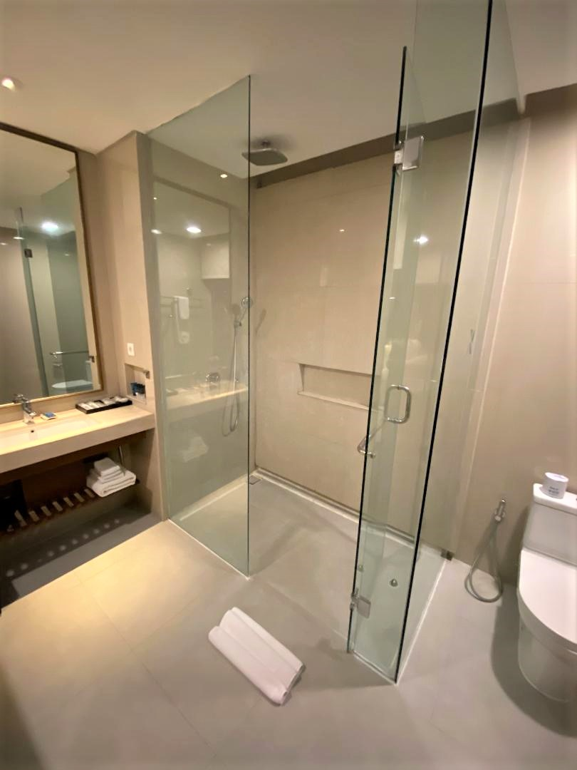 Shower, Junior Suite, Four Points by Sheraton Bali, Seminyak