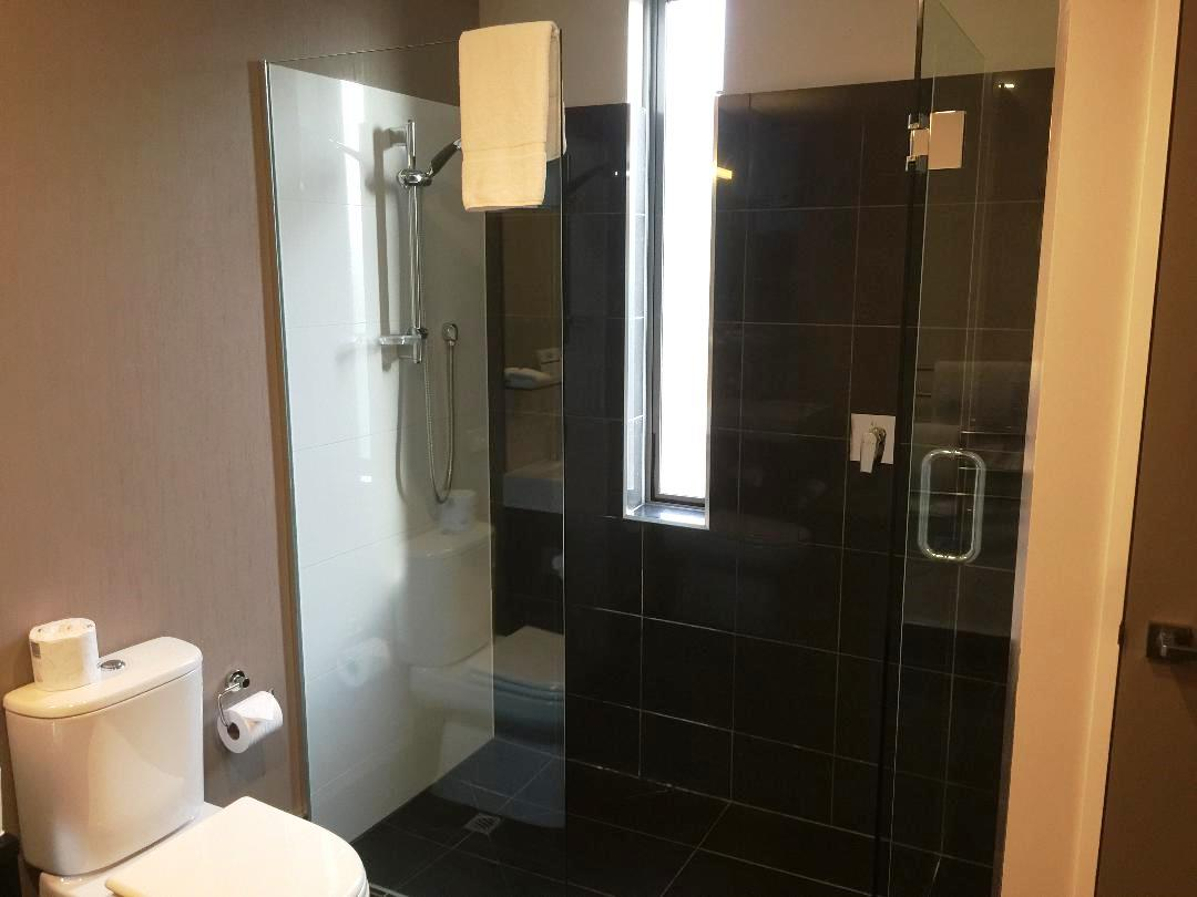 Hilton Queenstown 2BR Apartment, Walk-in Shower