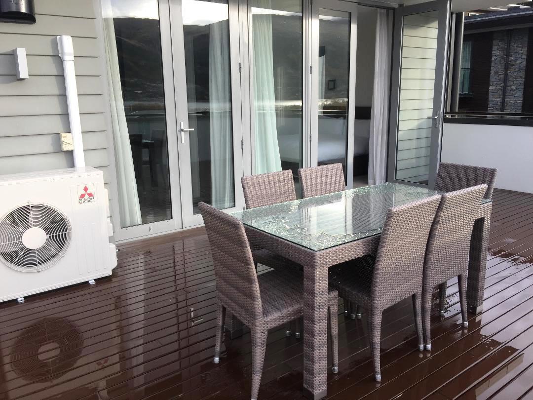 Hilton Queenstown 2BR Apartment, Terrace
