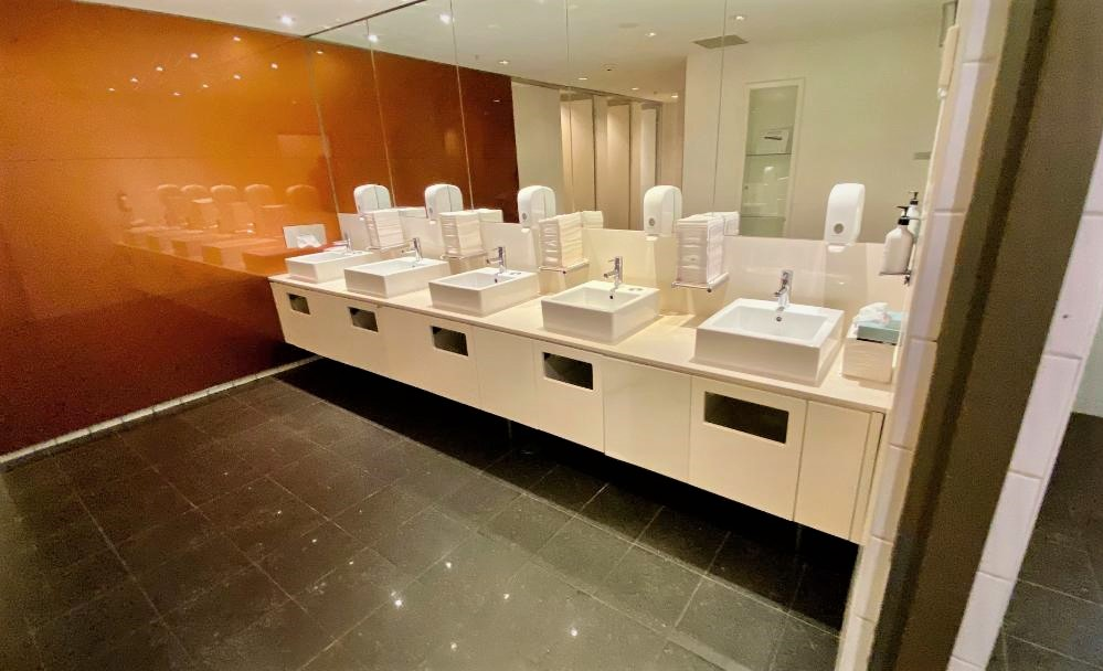 Bathroom, Qantas Domestic Business Lounge - Sydney Airport