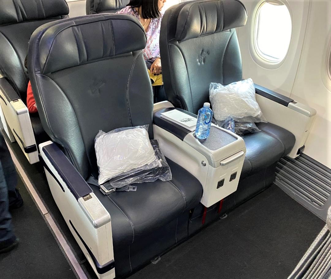 Blankets and water bottles on Virgin Australia Business class B-737